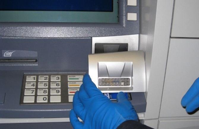 Un nouveau système de fraude ATM dangereux attaque simultanément les deux fronts