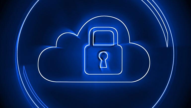 Comment la mise en œuvre de Cloud Identity peut améliorer la sécurité et la confidentialité des données?